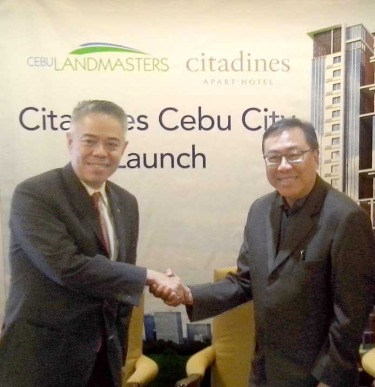 Deal. The Acott RGM Arthur Gindap and CLI CEO Joe Soberano seal the deal on Oct. 8, 2015.