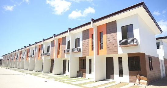Navona. Save for a few more finishing touches, this bloc of townhouses at Navona in Johndorf Communities Calawisan will be ready for turnover to their homeowners.