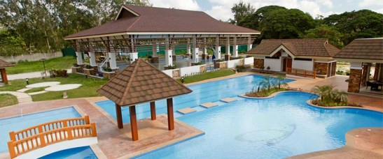 One Oasis Cebu. The swimming pool and covered basketball court are located just across Fairways II.