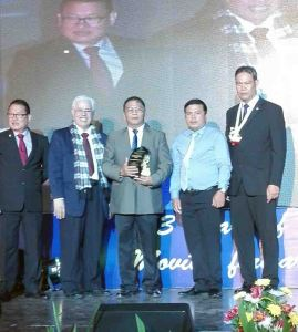 Safest Mineral Processing. Eng'r. Romeo M. Gebilaguin (center), environment and safety division manager, and safety inspector Eng'r. Bert Yap (center right) receives the 2016 Safest Mineral Processing Merit from (from left) MGB chief of Mine Safety, Environment and Social Development Division Rodolfo L. Velasco, Jr., PMSEA treasurer Dr. Patrick V. Caoile, and PMSEA president Louie R. Sarmiento.