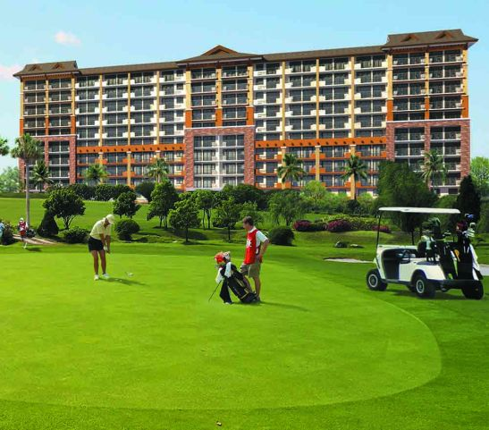 The 5th Building, facing the fairways of Cebu Country Club in this artist's illustration.