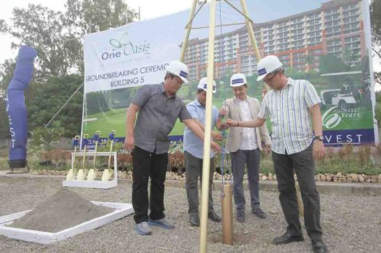 Groundbreaking. Filinvest Land, Inc. officials led by Eng'r. Allan Go Alfon (rightmost), vice president and general manager, grace the groundbreaking for the fifth building at One Oasis Cebu, a resort-inspired enclave of mid-rise condominiums in Kasambagan, Cebu City.