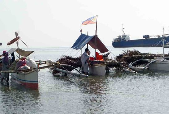 Payaw. South Poblacion Fishermen Association (SOPOFIAS) members depart with eight new fish-aggregating devices they assembled from materials donated by Taiheiyo Cement Philippines, Inc. and Solid Earth Development Corp., and installed them at sea off San Fernando, Cebu.