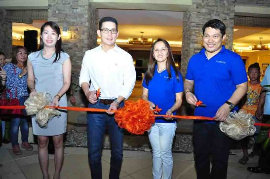 """Inauguration. Cebuano actor Richard Yap (center left), brand ambassador of Filinvest Land, Inc. and """"I Own My Dream"""" campaign advocate, leads the inauguration of the clubhouse and complete amenities of Sanremo Oasis. With him are (from left) FLI senior manager for project development Julie R. Castaños, VP for group real estate marketing Bernadette M. Ramos, and Tristan Las Marias, SVP for the Visayas and Mindanao cluster."""