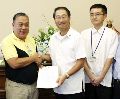 CEBU Gov. Hilario Davide III is shown in this file photo with TCPI CEO Satoshi Asami and SVP Yasuhiro Yamamoto receiving Taiheiyo Group's donation for the immediate relief of and rebuilding for the survivors of Super Typhoon Yolanda (Hainan) in northern Cebu.