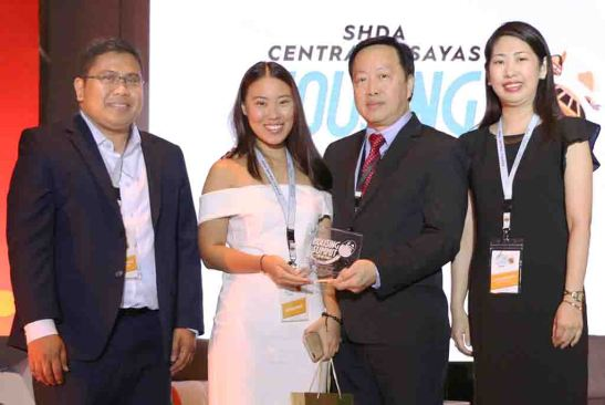 Legacy. JVC founder and CEO Richard Lim (center right) with his daughter Dominique, now the company's managing director, at the recent Housing Summit. They are flanked by the SHDA vice president Dennis Quiokeles (left) and president Julie Castaños (right).