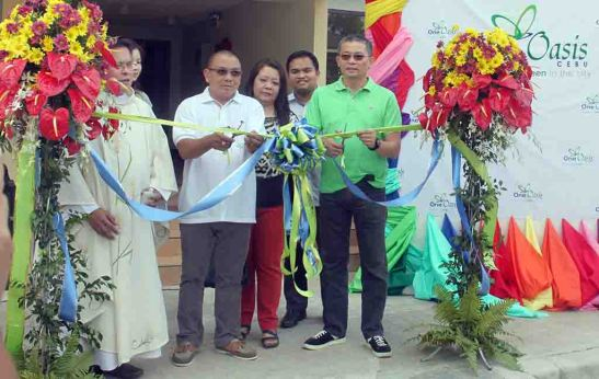 Blessing. Homeowner Alex Alasco, with his wife Maria Linda Gutierrez, and Filinvest Land, Inc. (FLI) area general manager Allan G. Alfon cut the ceremonial ribbon that opened the newly-completed Building No. 4 at One Oasis Cebu in Kasambagan, Cebu City.
